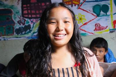 Pema estudia en el proyecto de Katmandú