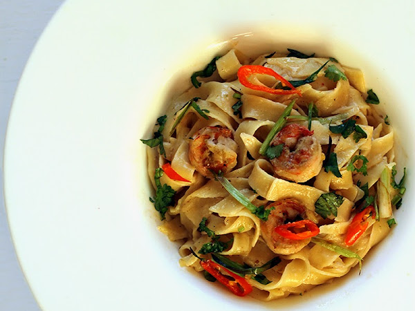 Tagliatelle with Shrimp in Thai Green Curry Sauce