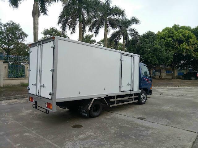 Hyundai N250SL thùng kín bảo ôn 2.5 tấn