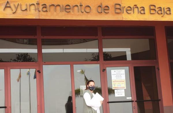 CC de Breña Baja se suma a los vecinos y vecinas en una recogida de firmas para defender la permanencia de los servicios del Consultorio de Salud