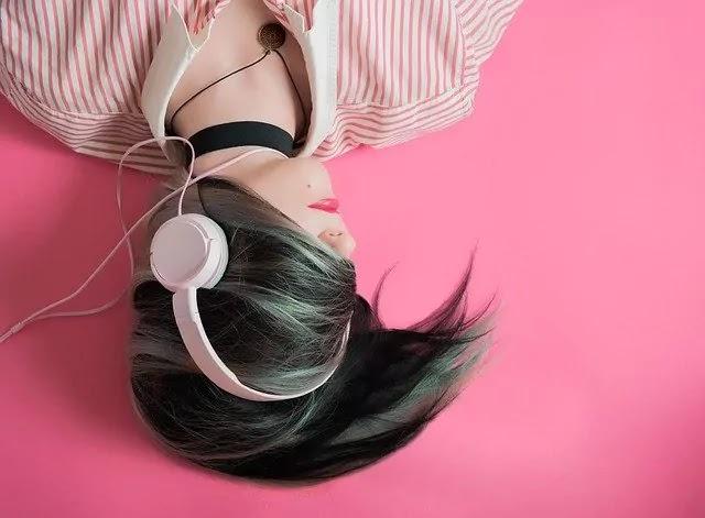pink girl with earphone