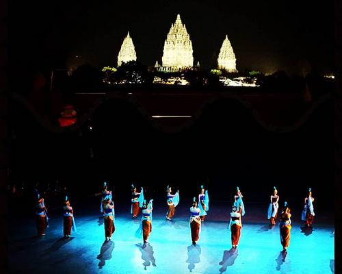 travel.tinuku.com Prambanan Temple, the largest Hindu architectural sites in the world in honor the gods Brahma, Vishnu and Shiva