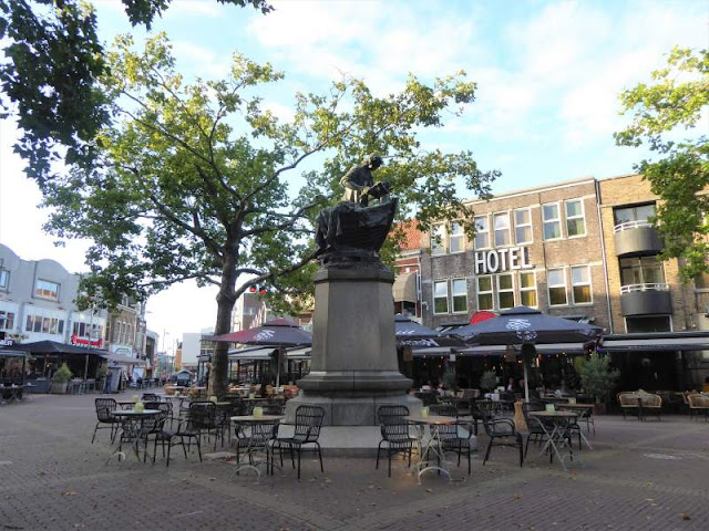 statua zar pietro il grande in piazza dam a zaandam
