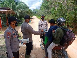 Pembagian Masker Gratis, Upaya Pencegahan Covid-19 di Kecamatan Belitang Hulu