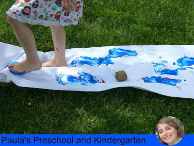 Fun preschool or kindergarten activities and ideas for learning about cats and dogs. (Pete the Cat color walk)