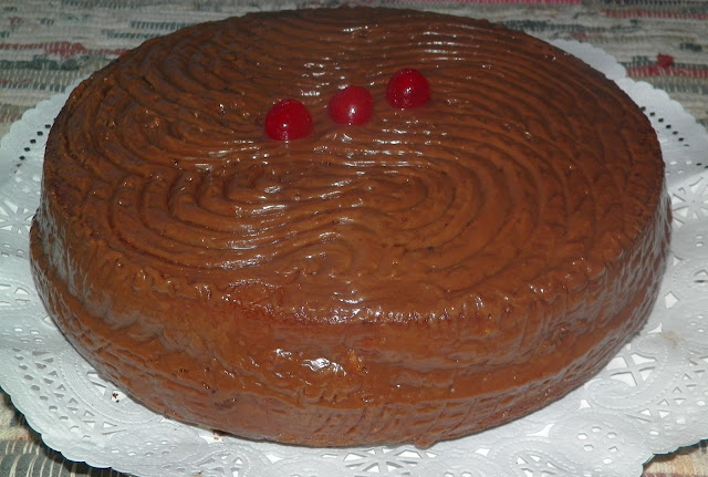 bizcocho esponjoso con cubierta de chocolate 01