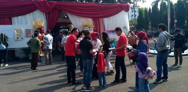 Di Tempat Jokowi Nyoblos, Warga Tak Pakai Baju Putih-Putih