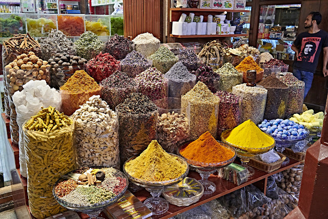 Dubai không chỉ là xứ sở của những tòa nhà chọc trời, của những chiếc siêu xe mà nơi đây còn tồn tại rất nhiều không gian đặc trưng của văn hóa Trung Đông, một trong số đó là chợ gia vị Spice Souk.