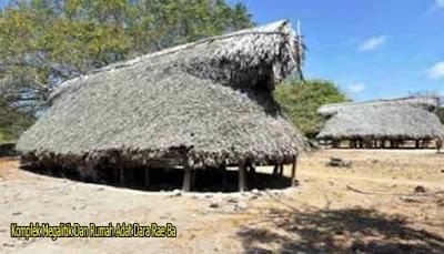 Komplek Megalitik Dan Rumah Adat Bara Rae Ba
