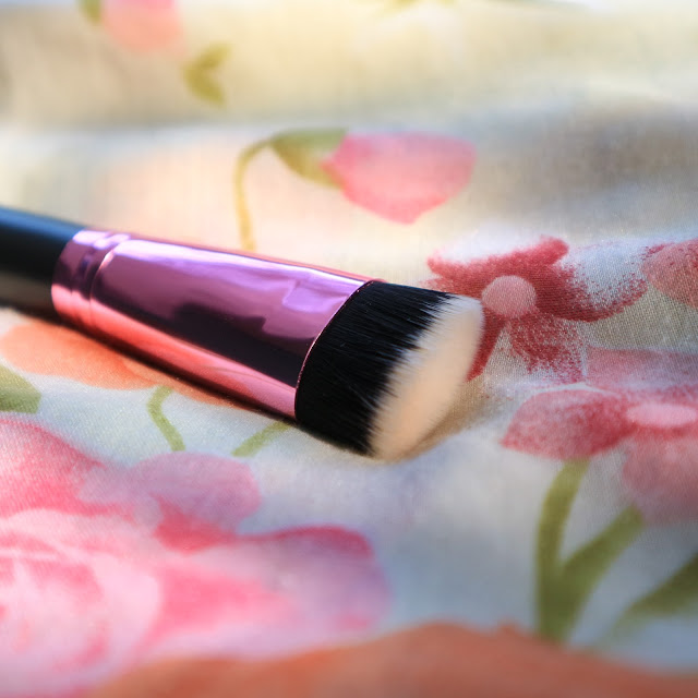 Lamica flat contour brush