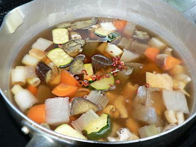 もつと根菜の汁