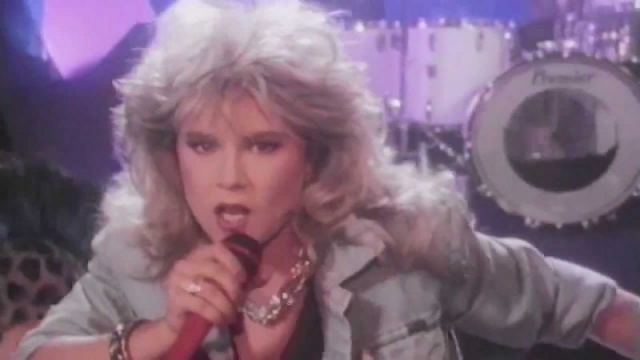 Samantha Fox evacuated from an airplane (her side of the story)