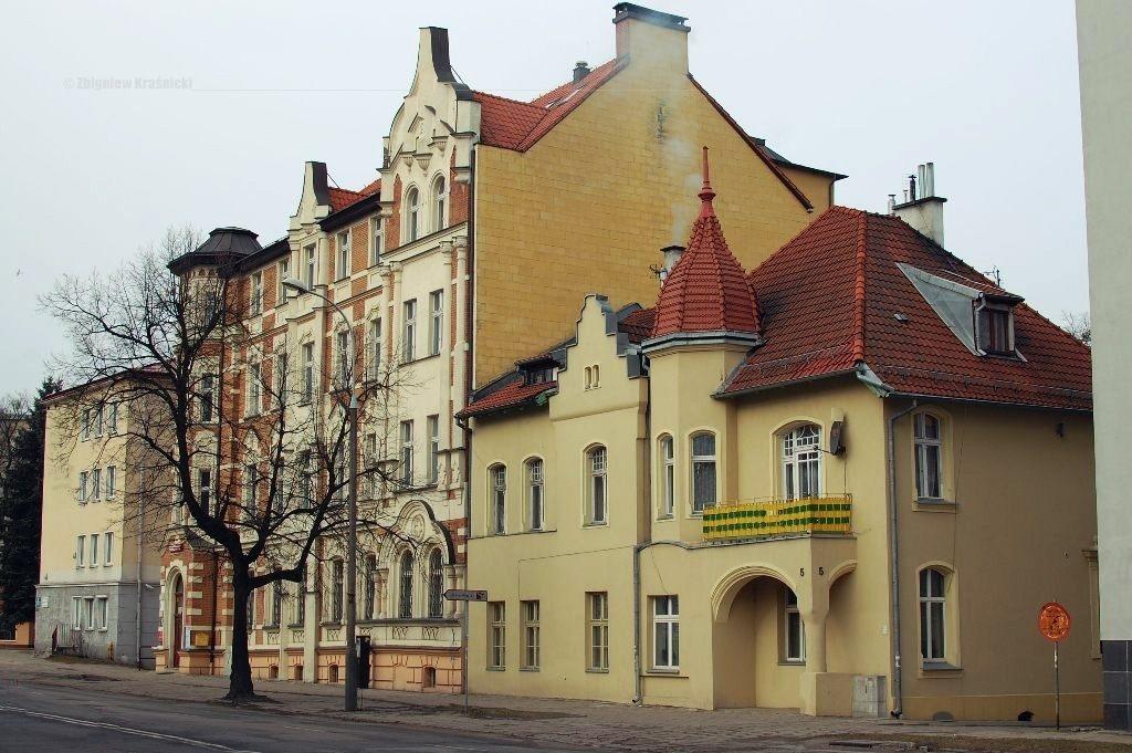 Dom Kopernika i budynek Domu Polskiego, ul. Partyzantów