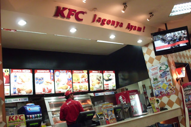 Lowongan Kerja SMA SMK D3 S1 PT. Fast Food Indonesia, Jobs: Crew Restaurant