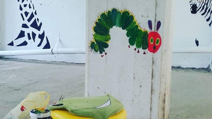 Κομοτηνή: Ζωγράφος μετέτρεψε την πυλωτή της σε... γκαλερί