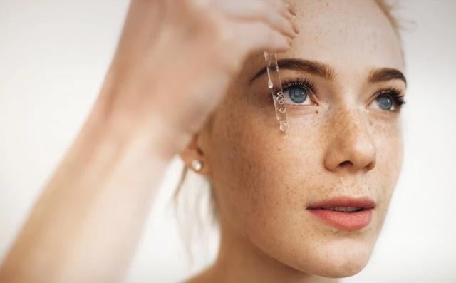 Νιασιναμίδη: Ποια τα οφέλη του θαυματουργού συστατικού των περισσότερων προϊόντων ομορφιάς