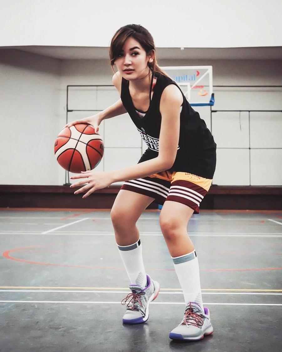 Maria Selena atlet basket seksi dan cantik