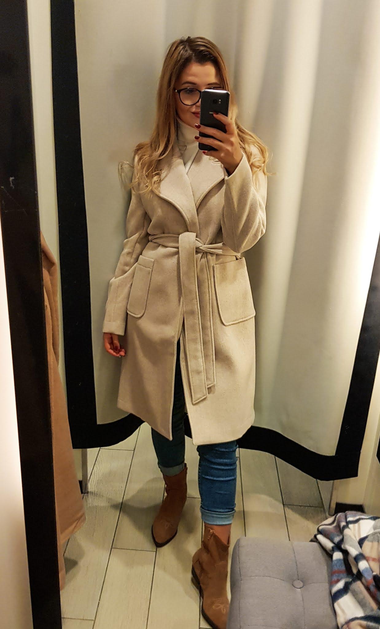 Beżowy szlafrokowy płaszcz z wełną, gdzi ekupić. Mohoto sklep płaszcze na jesień blog