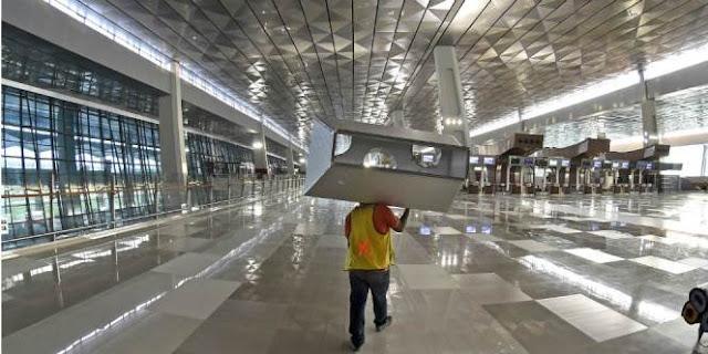 Kejujuran Petugas Kebersihan Terminal 3 Bandara Soetta Ini Patut Diapresiasi