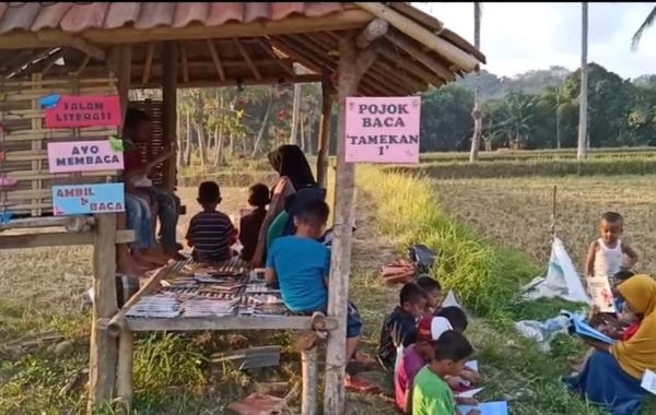 Desa Tamekan Kecamatan Taliwang Kabupaten Sumbawa Barat (KSB) yang terpilih sebagai Kampung Literasi oleh Pemerintah Daerah tahun 2019