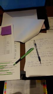 Feuilles de notes, stylo, marqueur, portable