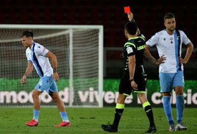 Cắn trộm đối thủ, sao Lazio trả giá đắt