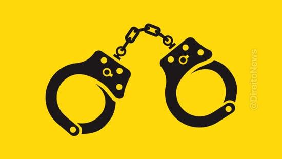 justica penal humilhacao emprego algemas infratores