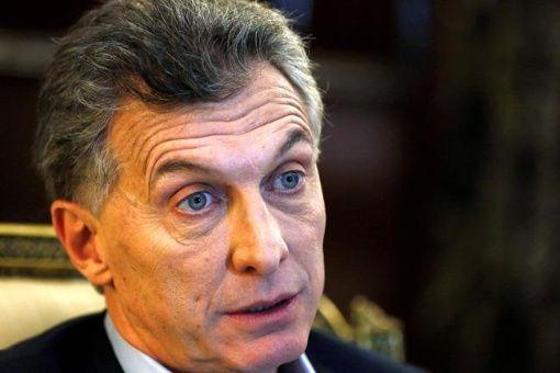 Macri busca congelar en Argentina aumentos salariales de 2018