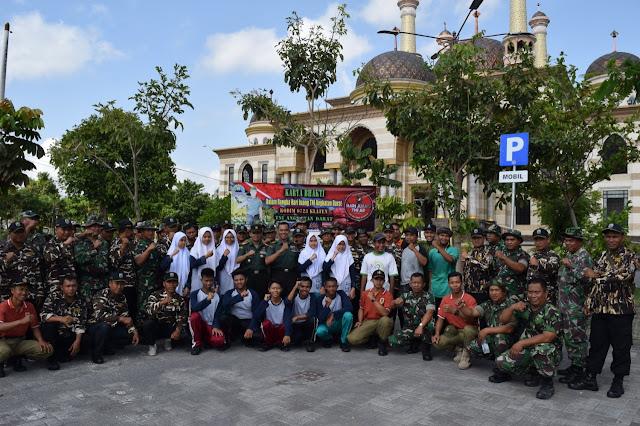 Masjid Agung Al Asqha Dibersihkan TNI, FKPPI Dan Siswa Serta Satpol PP