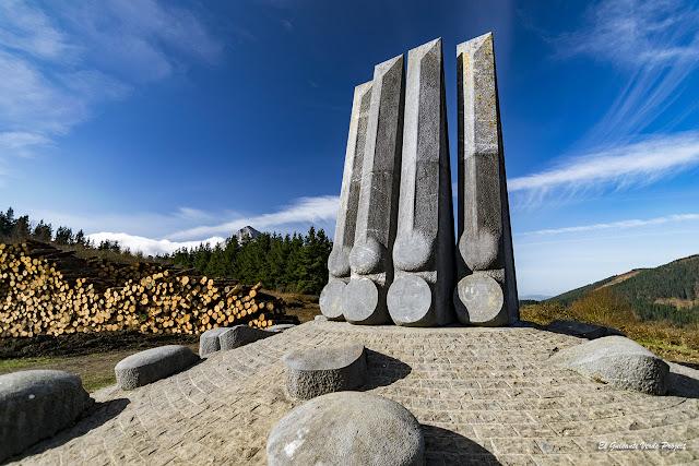 Monumento de Yoshin Ogata en el Besaide por El Guisante Verde Project