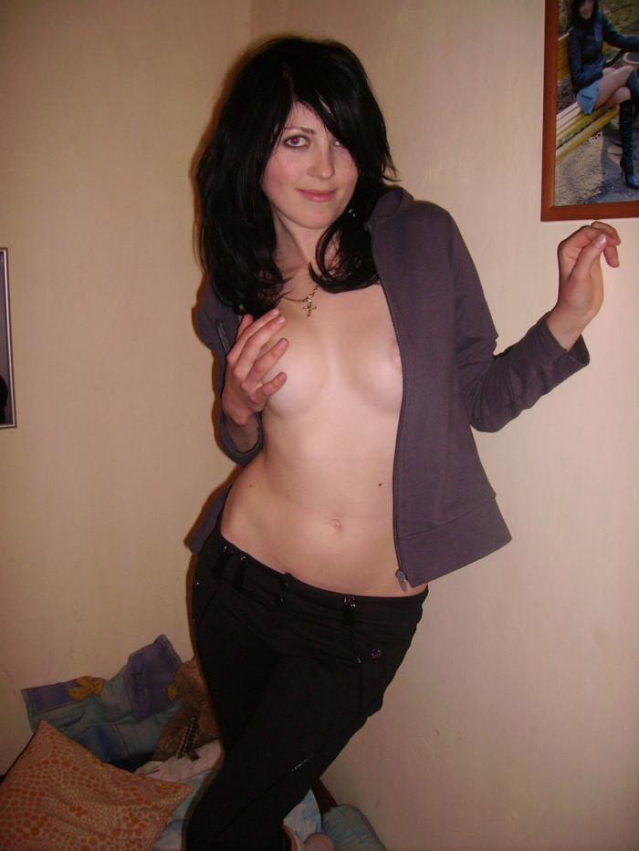 foto bugil cewek bule seksi toket cilik dari eropa pamer kebolehan tubuhnya. gambar bokep cewek cantik telanjang pamer memek pink mulus tanpa jembut