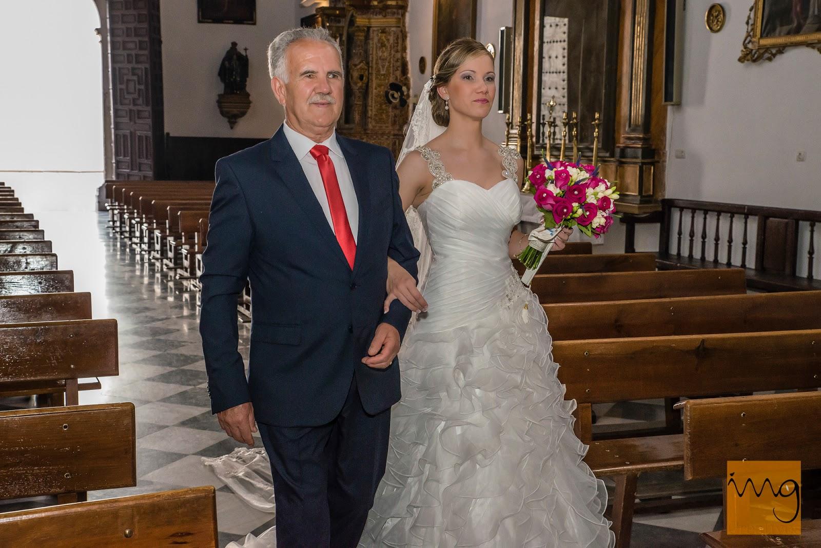 Fotografía de la entrada de la novia a la Iglesia