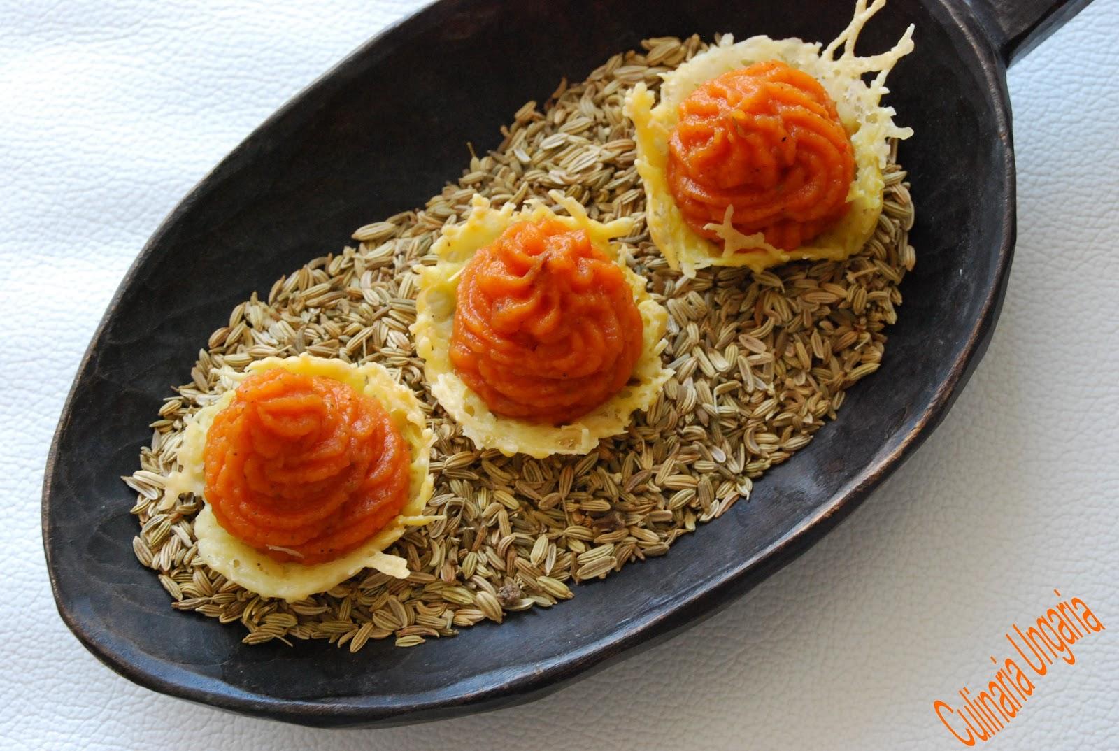 culinaria ungaria gef llte w rzige parmesan k rbchen mit orientalischer karottencreme. Black Bedroom Furniture Sets. Home Design Ideas