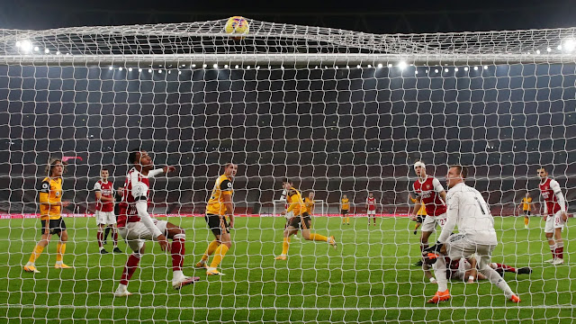 Arsenal players look on as Wolves score