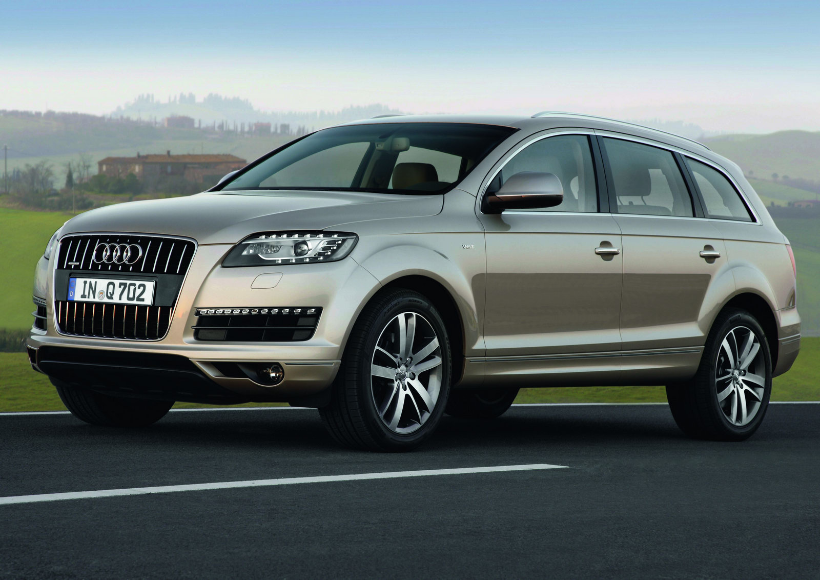 home car collections 7 seater cars enter audi q7. Black Bedroom Furniture Sets. Home Design Ideas