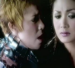Melly Goeslaw feat Krisdayanti - Cinta ( Karaoke )