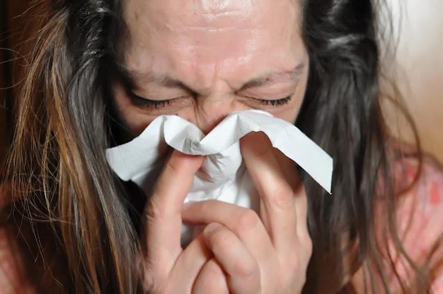 أعاني من سعال مصحوب بالبلغم، لكن ليس لدي حمى