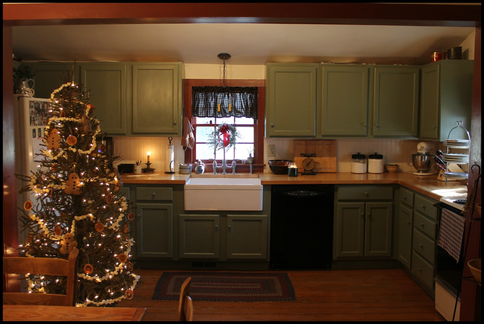 Thinking About Home: A Colonial Farmhouse Christmas