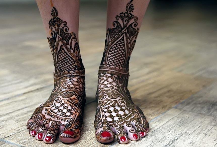 Beautiful- Bridal-Bharva-Mehndi-Design-with-Motifs