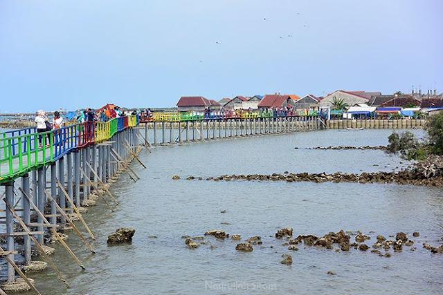 Air di pantai Kutang sedang surut
