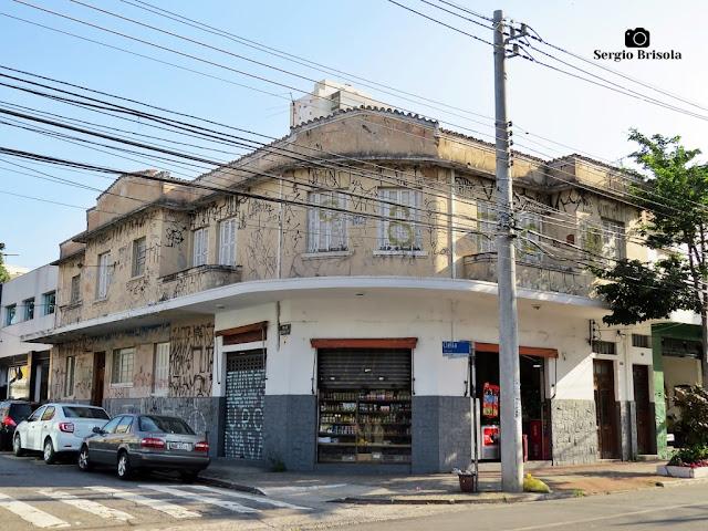 Vista ampla de Fachada de residencial antigo na Lapa - São Paulo