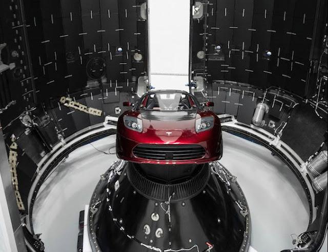 Tesla de Elon Musk no espaço