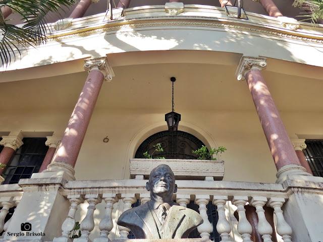 Fotocomposição com a Escultura e fachada da ETEC Carlos de Campos - Brás - São Paulo