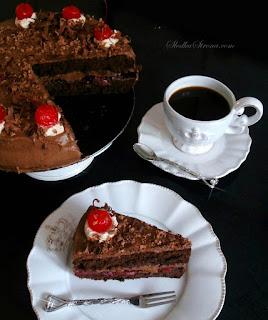 http://www.slodkastrona.com/2014/07/tort-czekoladowo-wisniowy.html