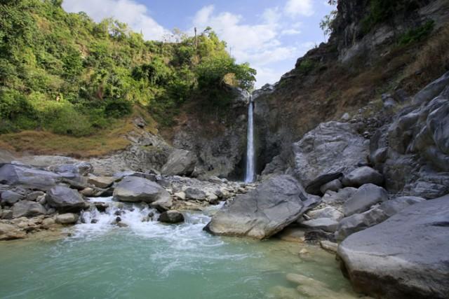 tempat mistis di lombok - Air Terjun Mayung Puteq