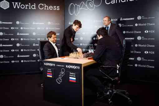 L'image clé de la ronde 3 : au Kühlhaus, Levon Aronian n'aura pas vu le jour face à Vladimir Kramnik - Photo © World Chess