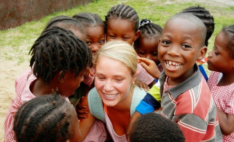 Making a Difference in Developing Countries: Volunteering vs. Tourism