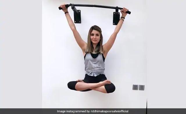 रणबीर कपूर की बहन रिद्धिमा कपूर साहनी ने इस अंदाज में किया योगा, वायरल हुआ वीडियो
