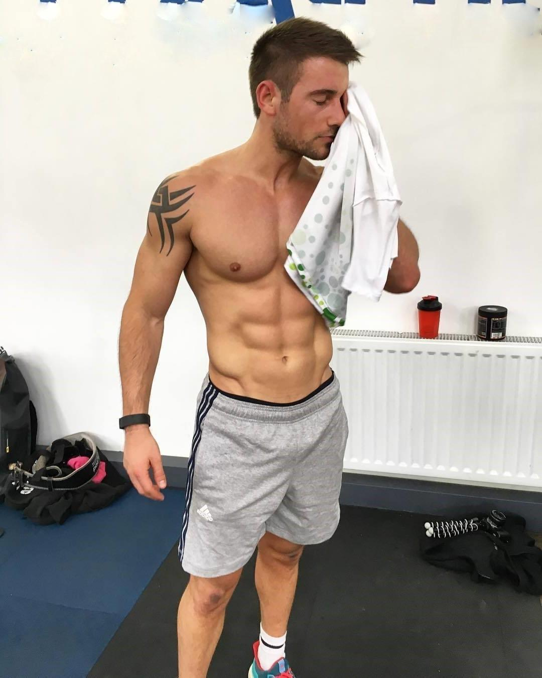 sweaty-gym-muscle-attractive-dudes