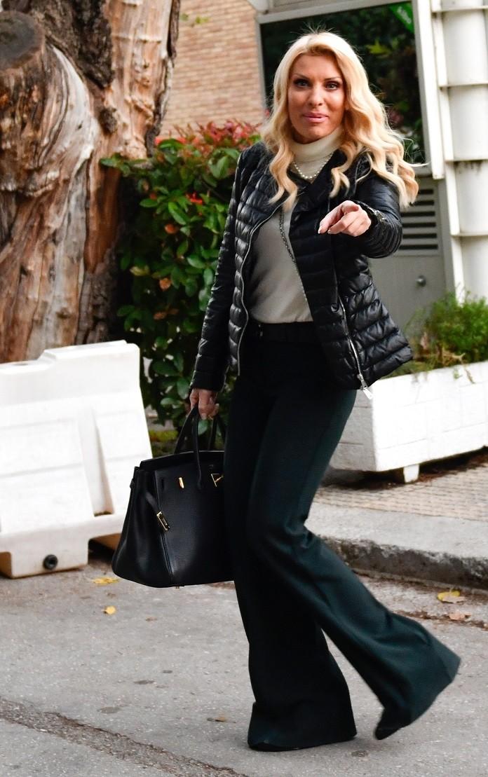 421f857020 Μάλιστα δεν είναι η πρώτη φορά που η παρουσιάστρια έχει φορέσει κάτι τόσο  ακριβό! Ελένη Μενεγάκη  ...